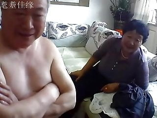 Chinese old couple in the living room obscene live sex 02