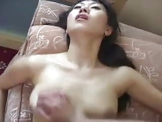 Salesman Gives Hard Sell to Chinese Housewife - Cireman